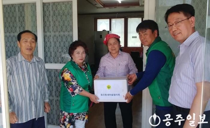 웅진동 경로당에 감자전달 사진.jpg