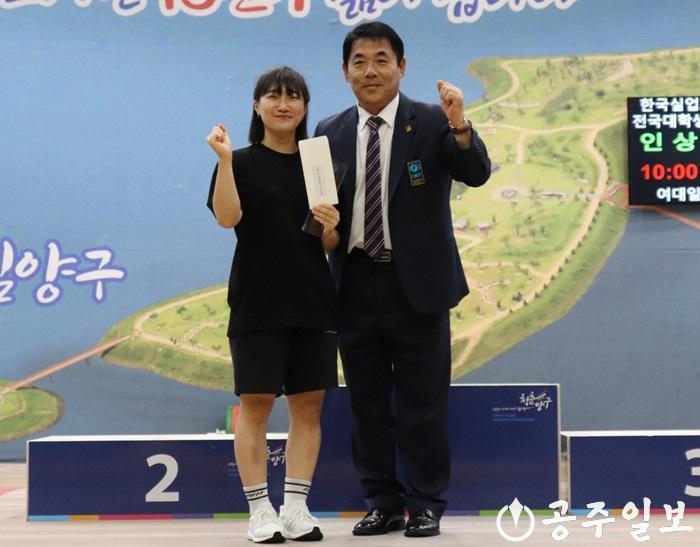 시청 역도팀 (왼)장은비_최우수선수상 사진.jpg