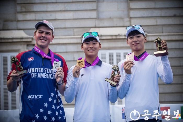 1. 김현종 유스세계선수권(개인전 금메달).jpg