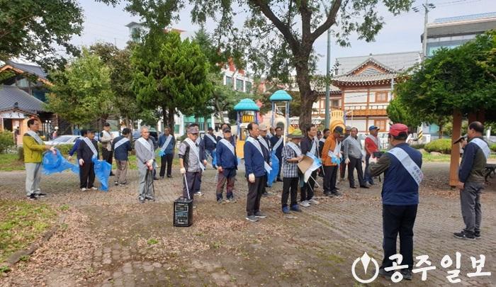 공주시지방행정동우회 공주사랑운동 캠페인 사진 (2).jpg